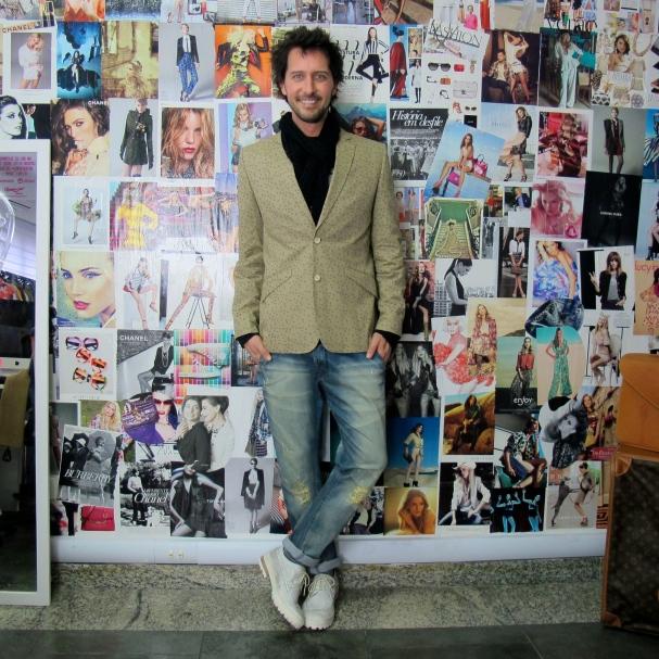 Arlindo com blazer Alexandre Herchcovitch do Brechó Capricho à Toa