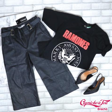 Pantacourt SENHORITA BLACK (P) R$49 | Camiseta STARDUST RAMONES (P) R$10 | Scarpin CECCONELLO (35) R$49