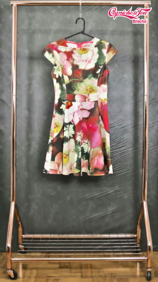 Vestido Floral Flor em Destaque #TEDBAKER (P) R$49